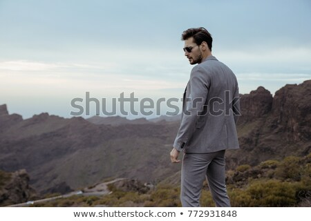 Młodych biznesmen patrząc charakter ambitny człowiek Zdjęcia stock © majdansky