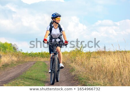 fille · cycliste · jeune · femme · équitation · vélo - photo stock © Amaviael