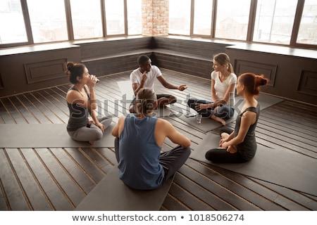 personas · sesión · hablar · fitness · estudio · piso - foto stock © wavebreak_media