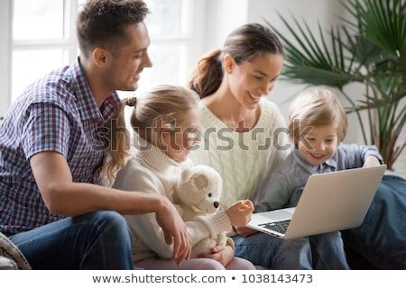 caucásico · familia · mamá · papá · ninos · mujer · embarazada - foto stock © rogistok