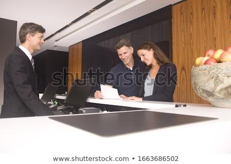 Para stałego hotel recepcji walizkę Zdjęcia stock © IS2