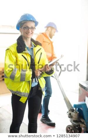 作業 倉庫 食品 物流 ビジネス 女性 ストックフォト © Kzenon