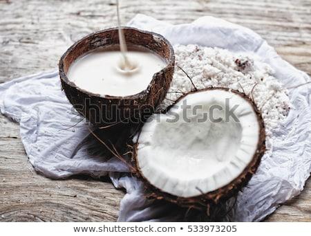 Caseiro fresco mão tradicional leite de coco metade Foto stock © galitskaya
