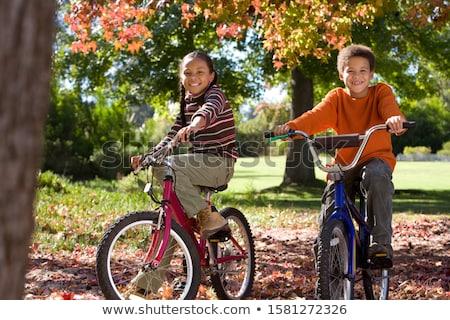 Dziewczyna jazda konna rowerowe rower rowerów Zdjęcia stock © robuart
