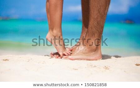 Csábító modell homokos tengerpart néz kamera mutat Stock fotó © stryjek