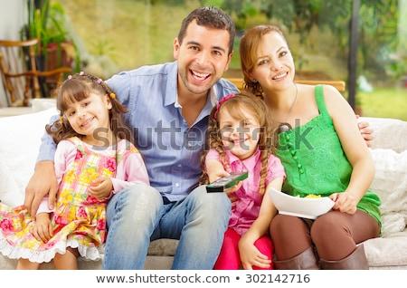 mutlu · aile · poz · yatak · odası · gülümseme · çocuklar · sevmek - stok fotoğraf © get4net