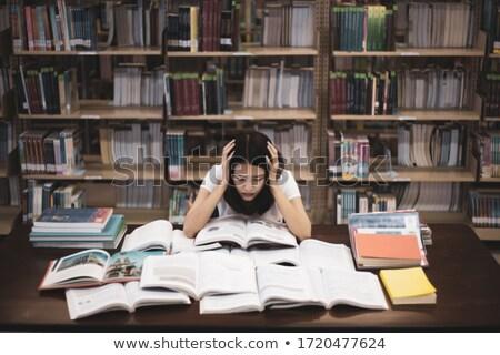Zdesperowany student patrząc książek klasie szkoły Zdjęcia stock © wavebreak_media
