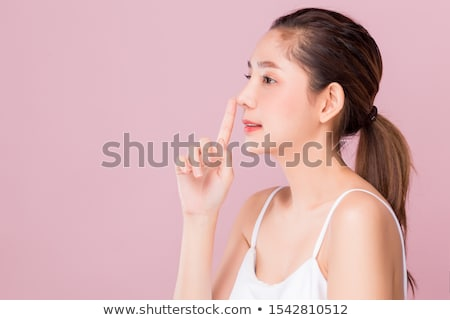morena · mulher · tocante · lábios · vermelhos · sensual · beleza - foto stock © wavebreak_media