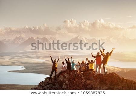 Personnes trekking couple montagne chemin Photo stock © tiero