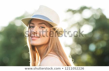 sorridente · senhora · férias · mulher · atraente · posando - foto stock © neonshot