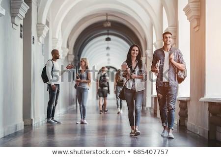Studenten lopen universiteit campus glimlach mode Stockfoto © zurijeta