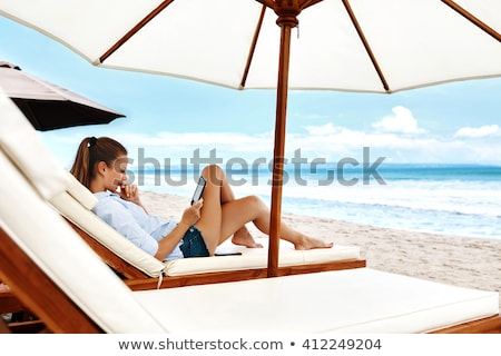 femme · plage · soleil · tente · regarder · mer - photo stock © kzenon