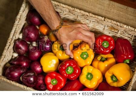 Kéz férfi személyzet kiválaszt paprika organikus Stock fotó © wavebreak_media