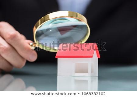 Stock fotó: Személy · kéz · nagyító · miniatűr · ház · közelkép