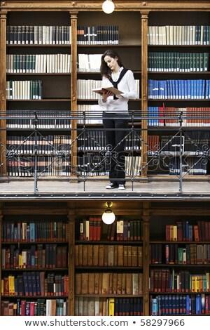 Stok fotoğraf: Kadın · okuma · eski · kitaplık · çekici · kadın · öğrenci