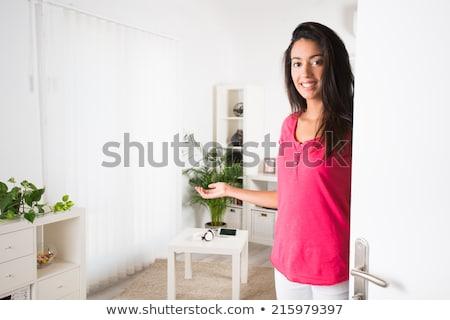Blijde jonge vrouw permanente deuropening opgewonden jonge Stockfoto © dash