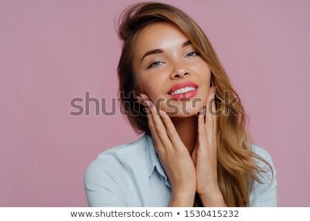 Foto jonge vrouwelijke model kin beide Stockfoto © vkstudio