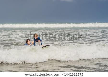 Padre instructor ensenanza 5 años hijo surf Foto stock © galitskaya