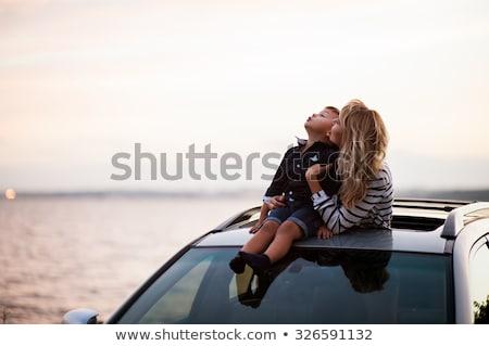 moeder · rijden · kinderen · paardrijden · Maakt · een · reservekopie - stockfoto © cteconsulting