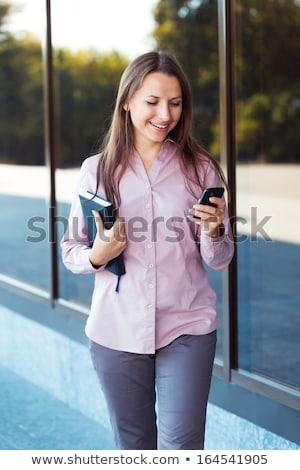 Stock fotó: Fiatal · üzletasszony · mobiltelefon · szervező · áll · irodaház
