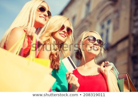 csoport · barátok · élvezi · vásárlás · boldog · gyönyörű - stock fotó © master1305