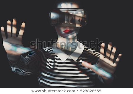 Mujer viendo vídeo virtual realidad auricular Foto stock © stevanovicigor
