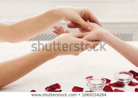 Kép masszőr üzenetküldés nő kéz fürdő Stock fotó © wavebreak_media