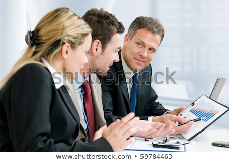 Zakenman tonen document collega business kantoor Stockfoto © Minervastock