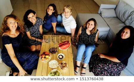 manzana · retrato · jóvenes · sonriendo · negocios · mujer - foto stock © photography33