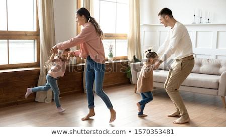 Amigável mulher jovem em pé mão quadril Foto stock © fantasticrabbit