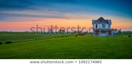 Abandonado fazenda casa pôr do sol ninguém riso Foto stock © lovleah