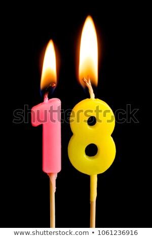 Pastel de cumpleanos ardor vela número 18 torta Foto stock © Zerbor