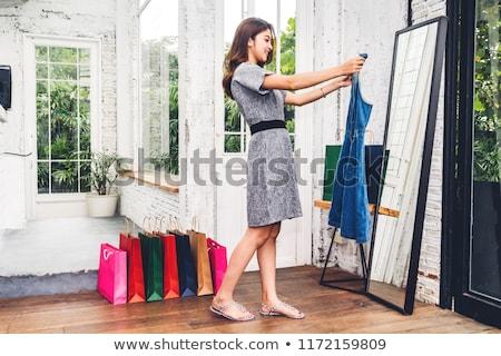 mooie · vrouw · winkelen · kleding · naar · shirt · camera - stockfoto © konradbak