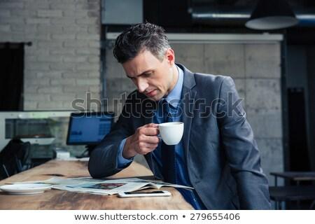 ビジネスマン · 読む · 紙 · 背面図 · レトロな · 座って - ストックフォト © is2
