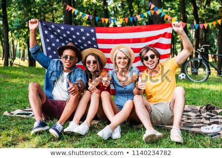 Gelukkig man Amerikaanse vlag tonen burgerschap Stockfoto © dolgachov