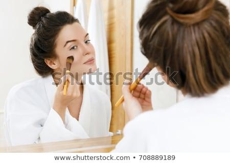 Csinos nő ecset jelentkezik por arc néz Stock fotó © pressmaster