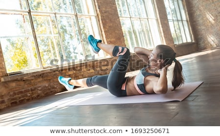 Fille séance étage jambes croisées mains s'adapter Photo stock © pressmaster