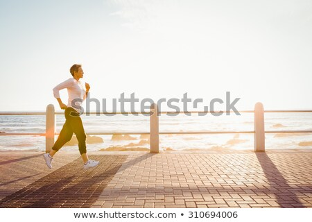 S'adapter jogging pier mer Photo stock © wavebreak_media