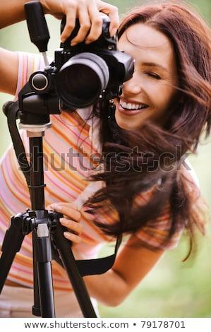 Csinos női fotós digitális fényképezőgép dslr ölelés Stock fotó © lightpoet