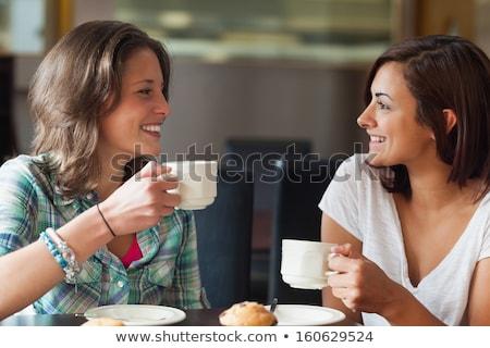 zwei · Frauen · freundlich · Chat · zusammen · home · stehen - stock foto © is2