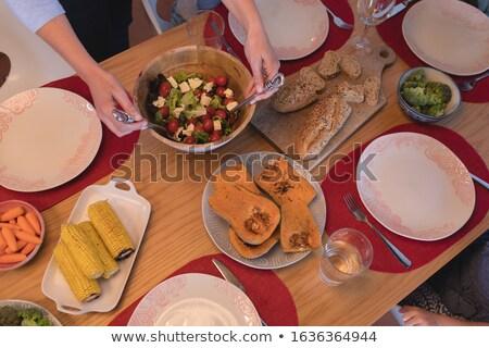 Vrouw kom plantaardige salade Stockfoto © wavebreak_media