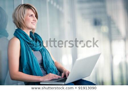Adulto estudiante aula medio ambiente ordenador nina Foto stock © photography33