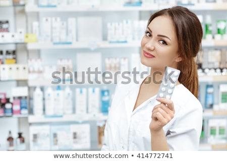 薬局 インターン 笑みを浮かべて カメラ 病院 女性 ストックフォト © wavebreak_media