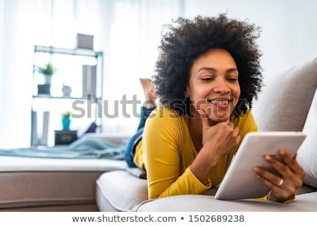 gelukkig · vrouw · bed · portret · jonge · vrouw - stockfoto © dash