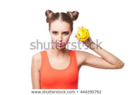 Bruna seriamente guardando fotocamera sorridere ciambella Foto d'archivio © julenochek