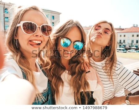 Gelukkig mooi meisje poseren zomer hoed vrouwelijke Stockfoto © NeonShot
