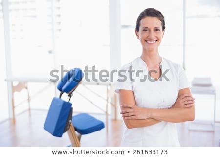 terapeuta · massagem · quarto · bastante · jovem · mulher - foto stock © boggy