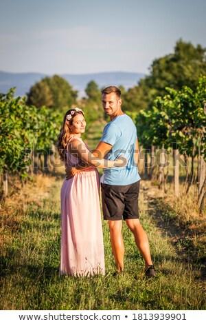 Zwangere jonge vrouw echtgenoot reis familie vrouwen Stockfoto © ElenaBatkova