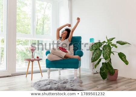 Portret jonge vrouw boek vergadering Stockfoto © wavebreak_media