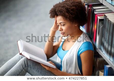 устал · женщину · изучения · домой · девушки · книга - Сток-фото © wavebreak_media